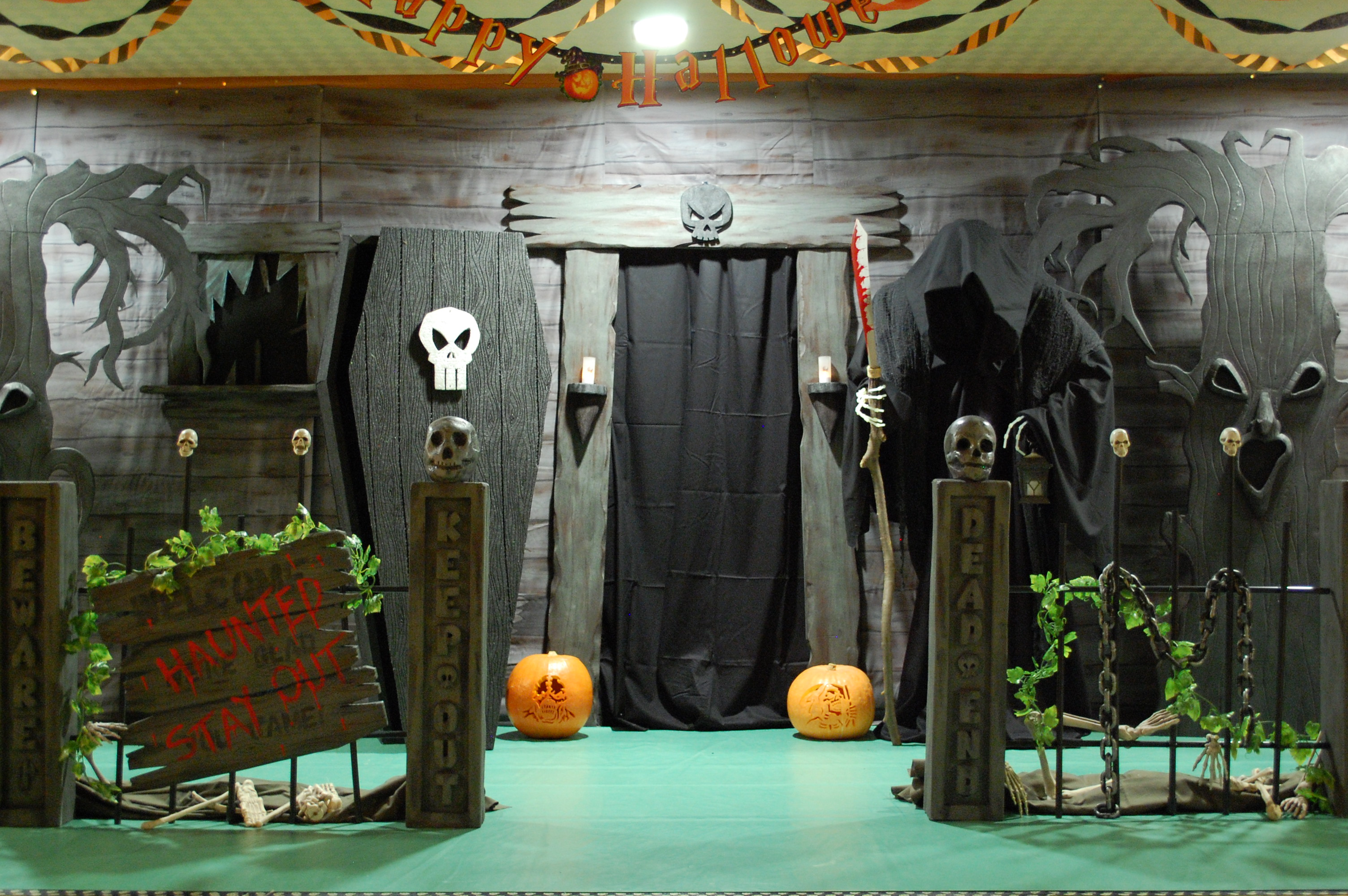 Haunted house ideas make your own haunted house for Good themes for a haunted house